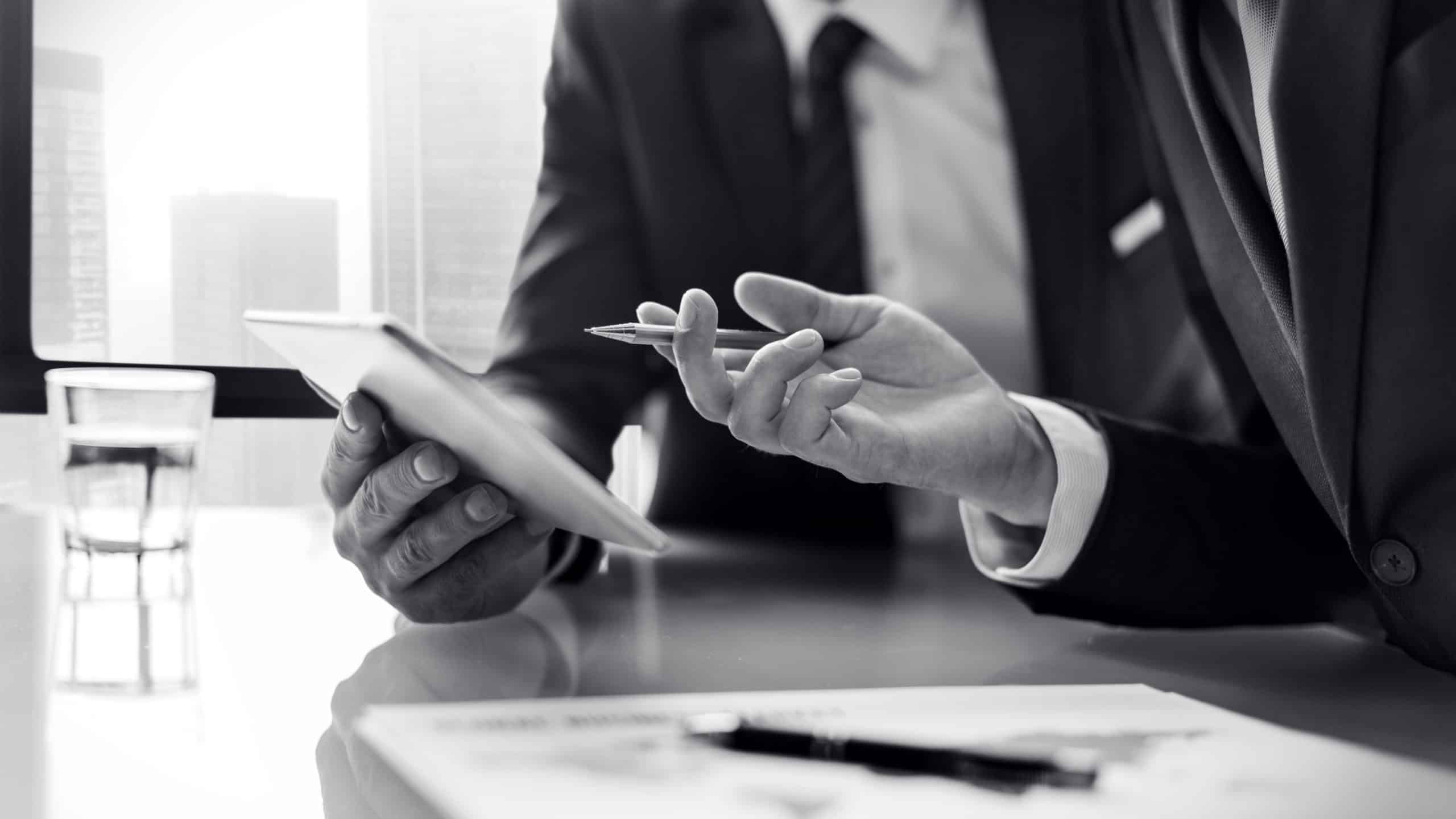מומחה עוזר לבעל עסק ייעוץ לביטחון העסק